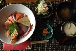 ホーチミン 春夏冬 海鮮丼.JPG