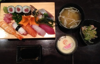ホーチミン さかい 寿司定食.JPG