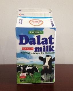 ホーチミンの牛乳 Dalat milk.JPG